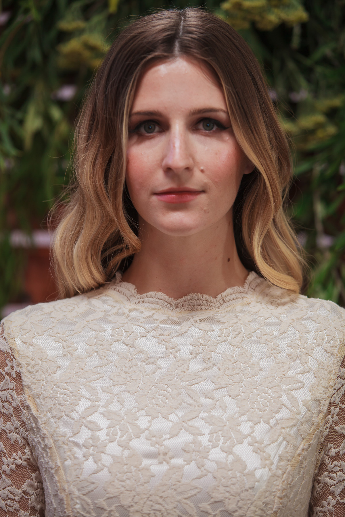 close-up-of-neckline-doris-simple-lace-wedding-dress