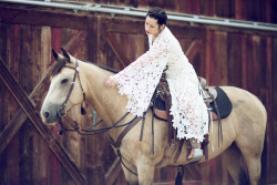 bohemian-bride-wearing-white-lace-crochet-wedding-dress-on-horse