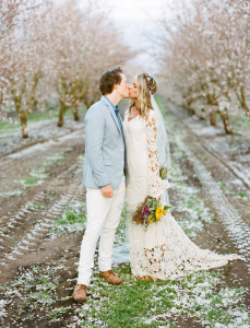 bride-and-grrom-kiss-bohemian-wedding-springtime-California