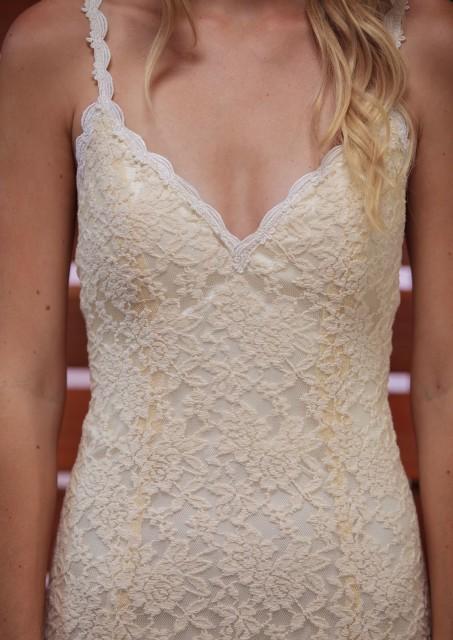 detailed-shot-of-amber-lace-wedding-dress