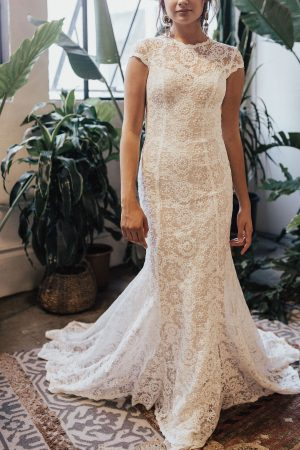 Alice-embroidered-backless-simple-wedding-dress