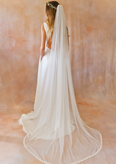 soft-tulle-veil-with-lace-scallop-edging