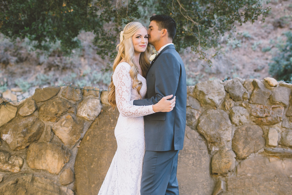 stunning-couple-laid-back-nontraditional-wedding-in-malibu