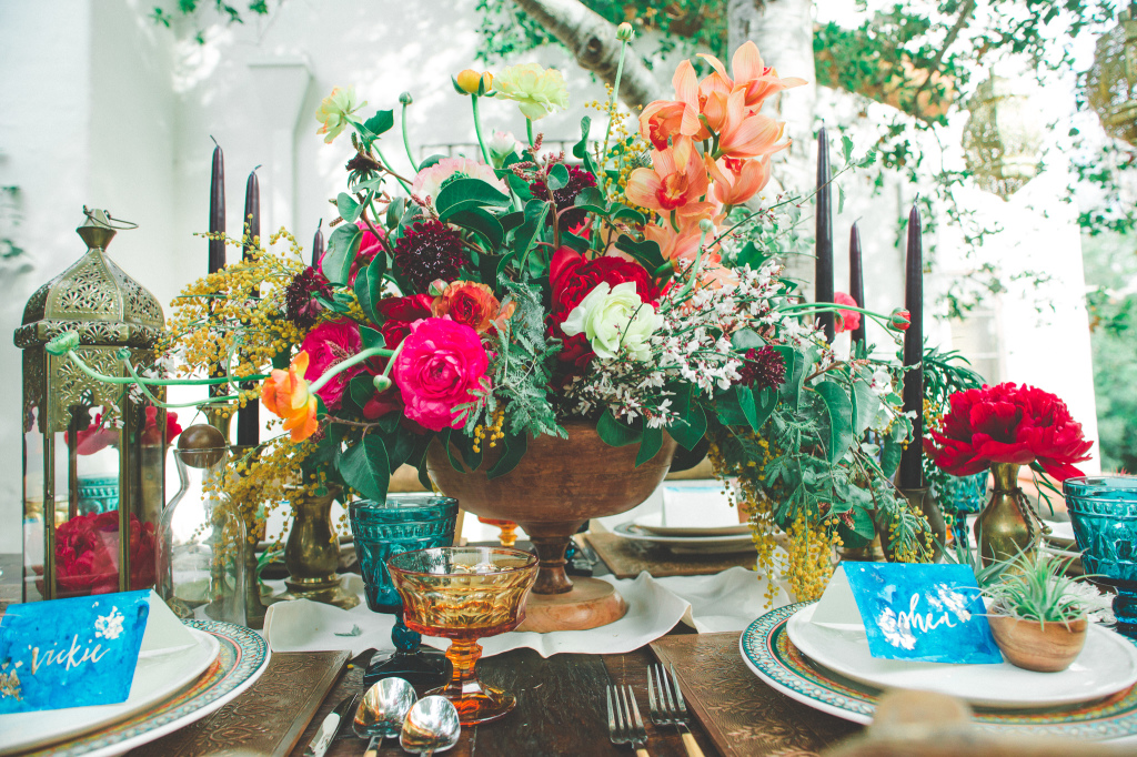 colorful-florals-for-bohemian-rustic-wedding