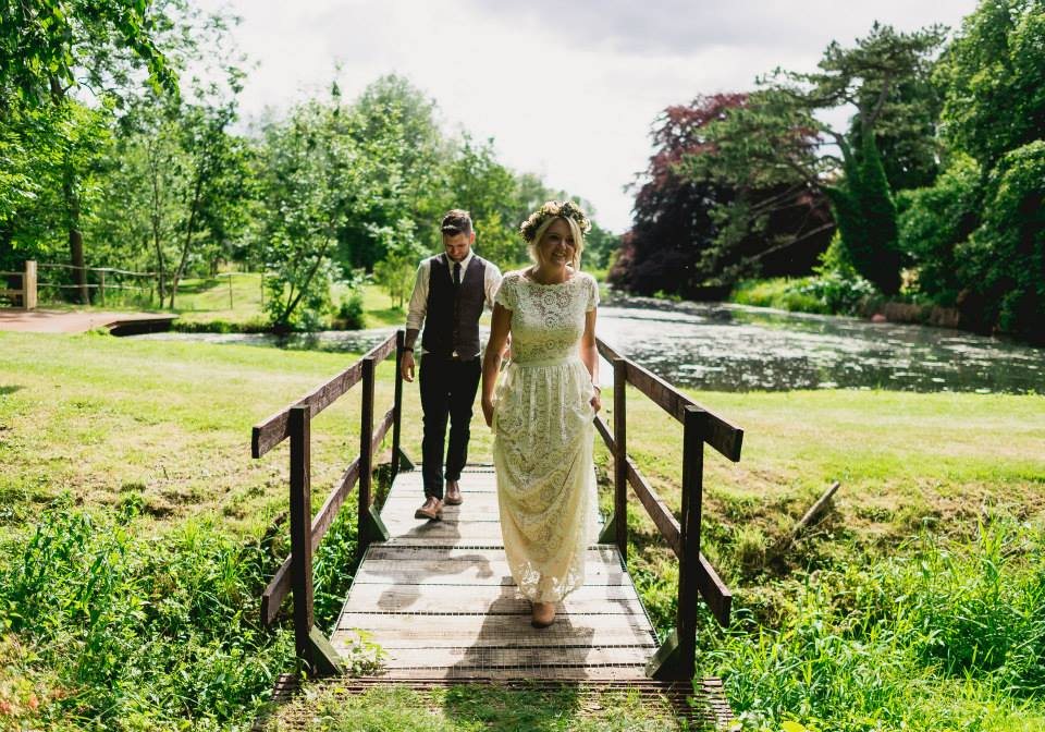 bohemian-bride-poppy-and-groom-paul-at-their-vintage-style-wedding