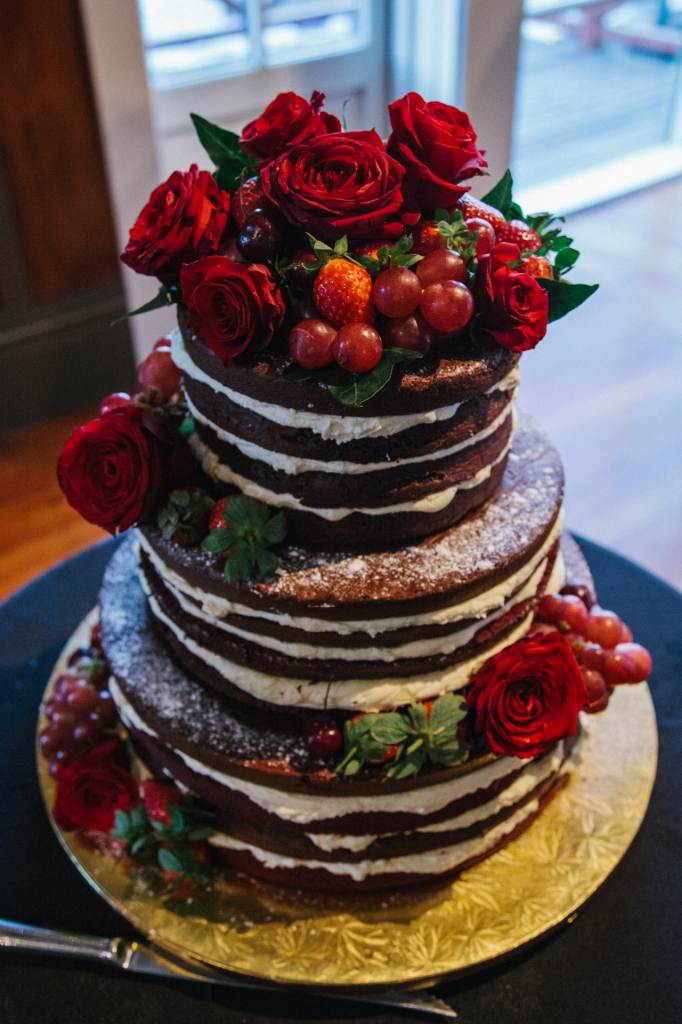 new-zealand-boho-wedding-bride-ellie-naked-cake