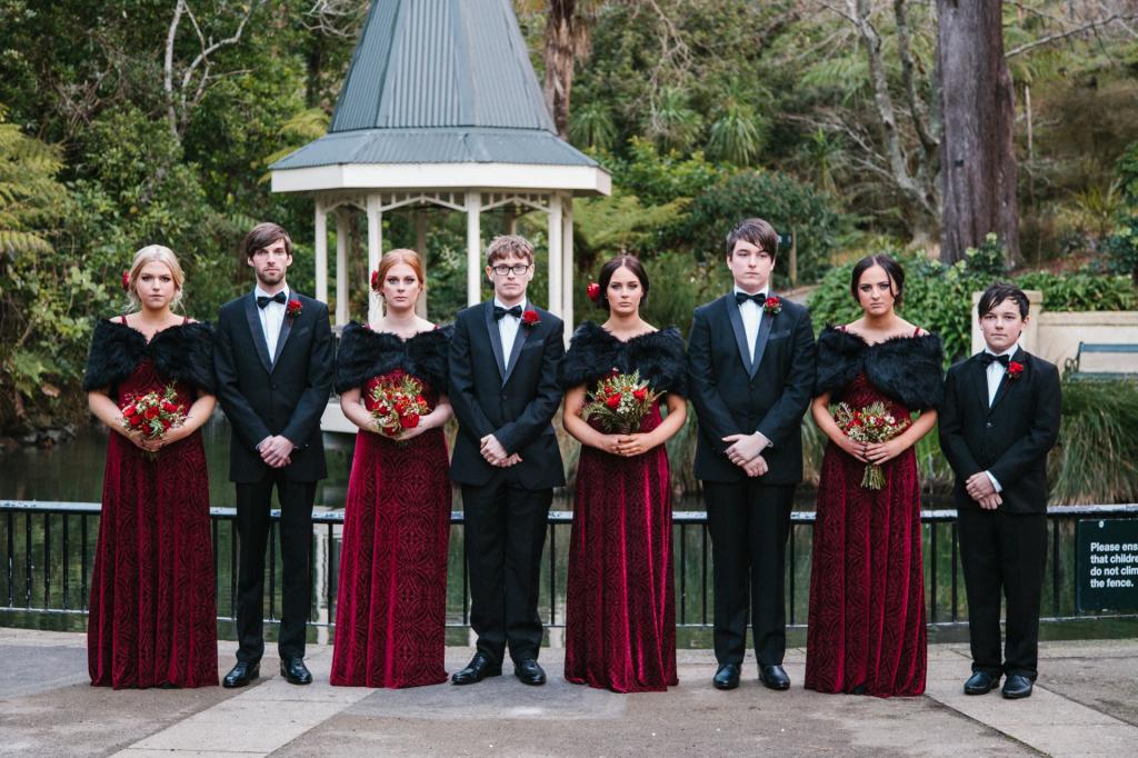 bohemian-red-lush-wedding-flowers-roses