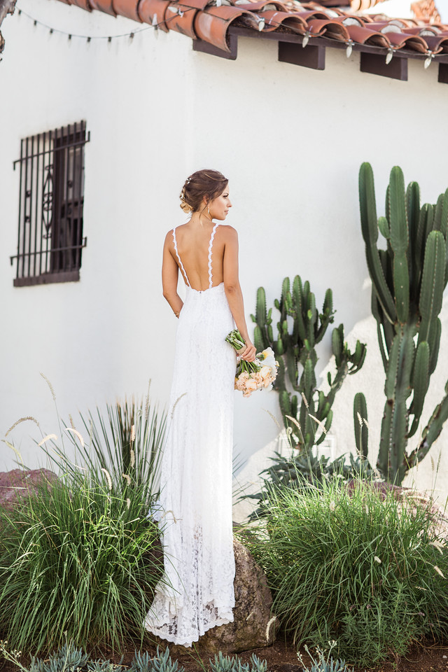 simple-elegant-wedding-in-california-gorgeous-bride-in-backless-wedding-dress