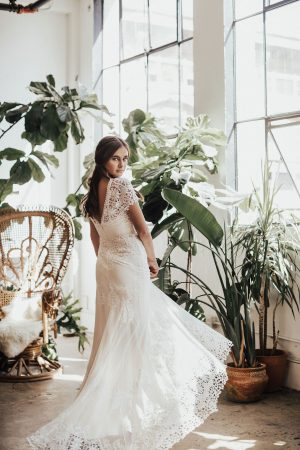 azalea-vintage-style-lace-wedding-dress