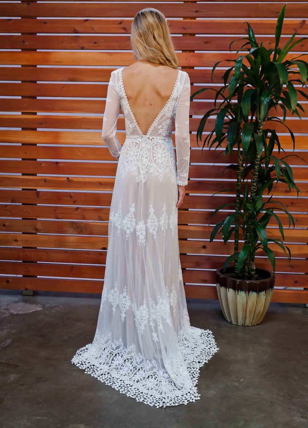 Lisa lace backless boho wedding dress dreamers and lovers for Lace sleeve backless wedding dress