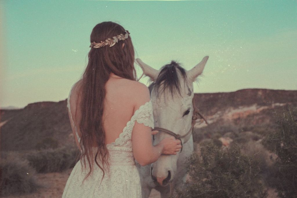 desert-dreaming-editorial-featuring-dreamers-and-lovers-bohemian-catherine-wedding-dress