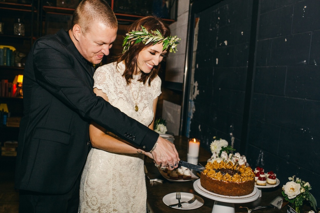 the-cutting-of-the-cake-rustic-wedding-at-smog-shoppe-in-Los-Angeles