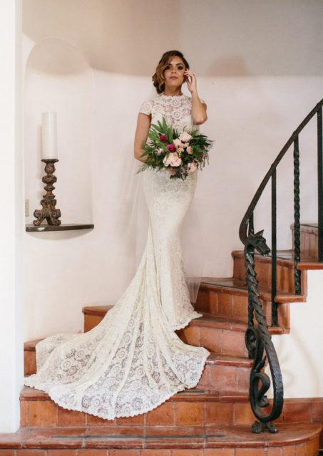 palos-verdes-wedding-inspiration-simple-lace-wedding-dress
