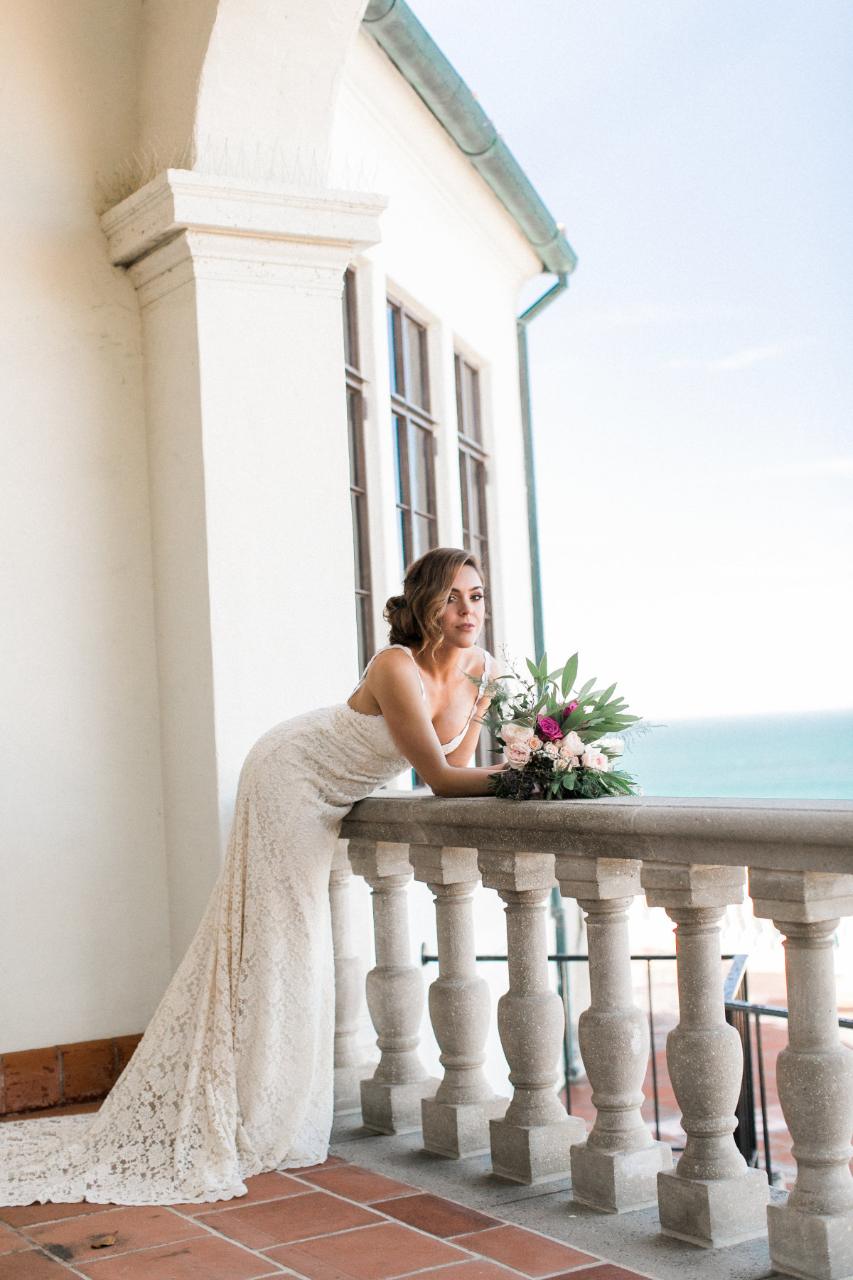 bohemian-luna-of-the-sea-editorial-set-in-palos-verdes-showing-backless-dresses-florals