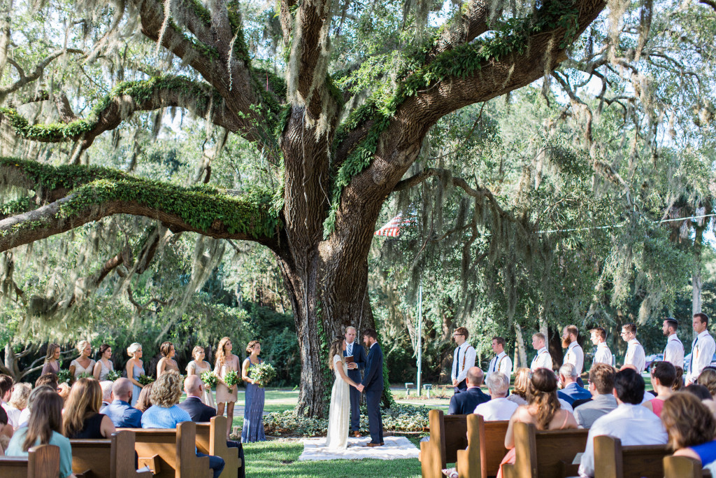 bohemian-wedding-ceremony-outdoor-under-a-huge-tree