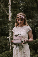 moody-romantic-bohemian-wedding-shoot-with-the-most-beautiful-pink-naked-cake-and-simple-wedding-dresses