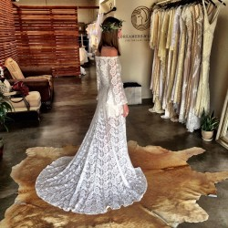 laid-back-boho-bride-dress-shopping-in-Dreamers-and-Lovers