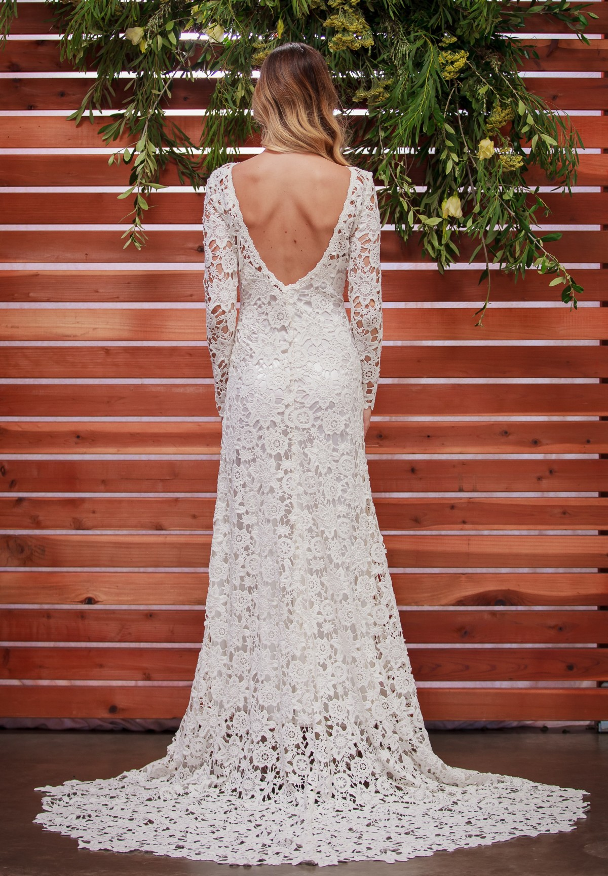 backless-lace-boho-wedding-dress-with-sweetheart-neckline