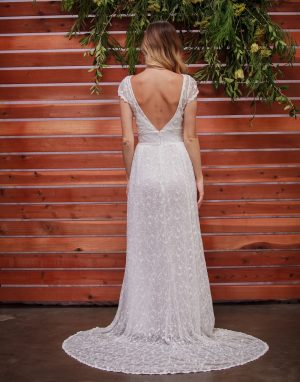 backless-romantic-wedding-dress-lightweight-and-effortless