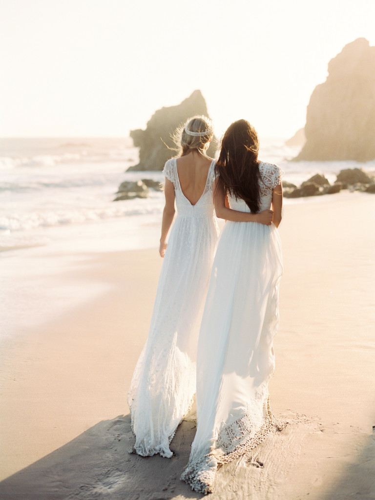 wedding-dresses-for-bohemians-free-thinkers-idreamers-lovers-all-who-refuse-to-follow-the-mold