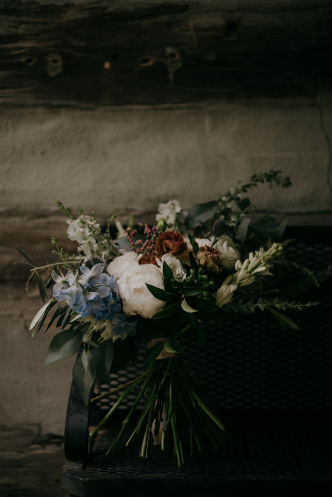 moody-wedding-blooms-from-this-bohemian-couple's-wedding