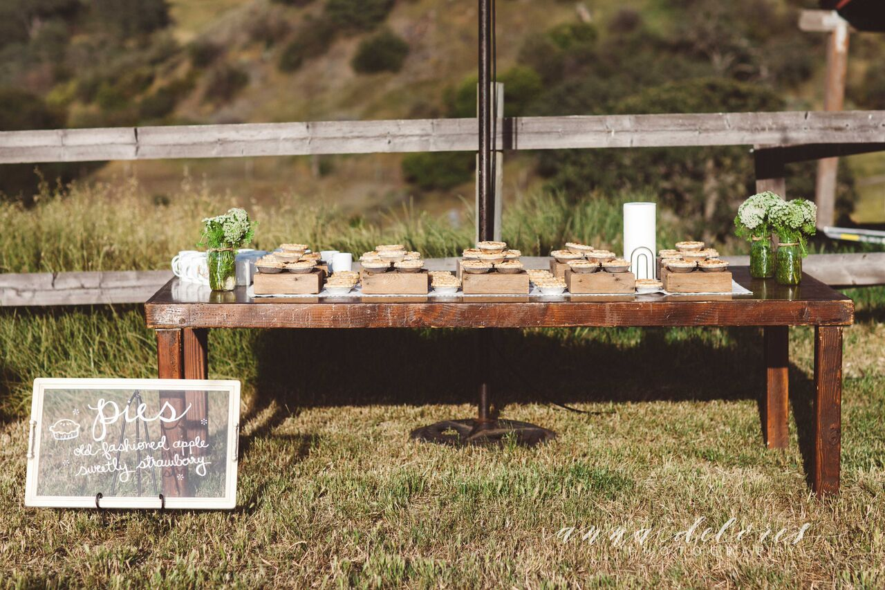 pie-tabe-setup-at-a-california-bohemian-rustic-wedding