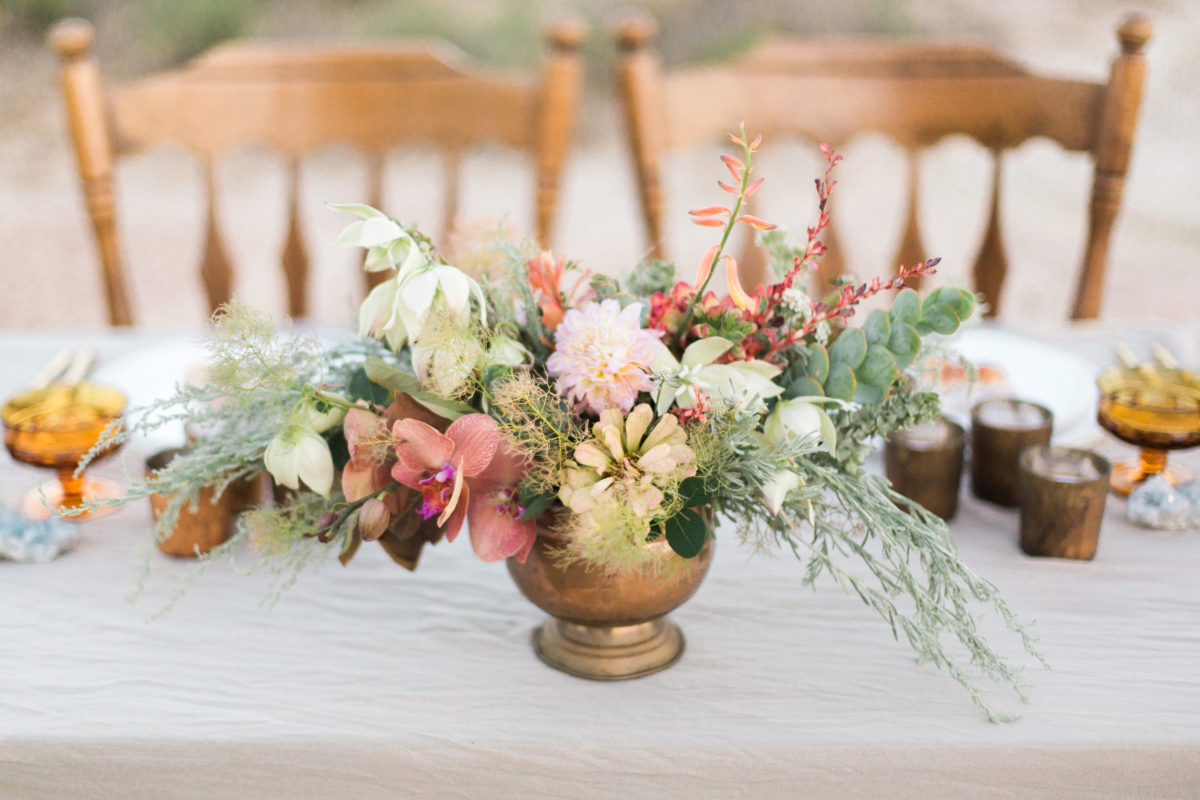 oversized-wildflower-bouquet-in-copper-vase-bohemian-elopement-wedding-inpsiration