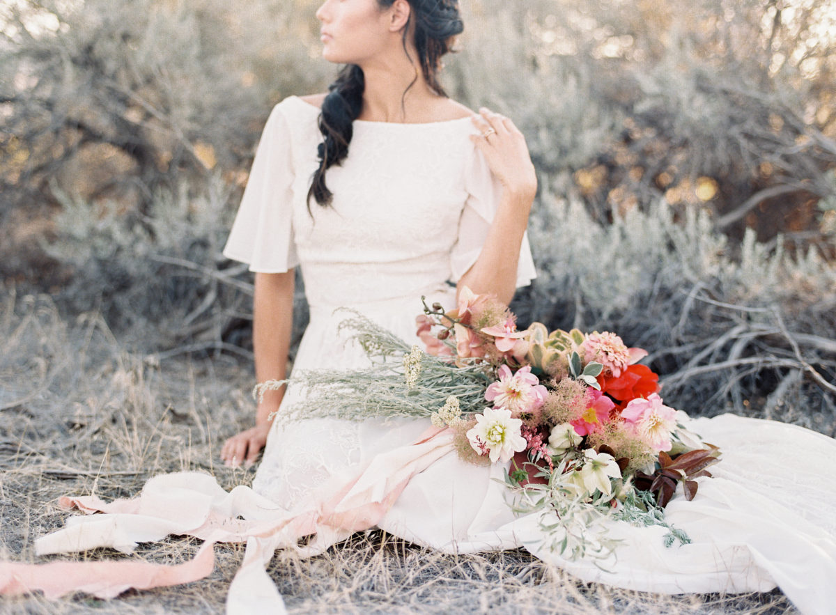 earthy-boho-wedding-elopement-in-Painted-Hills-Oregon-perfect-inspiration-for-the-natural-leaning-bride