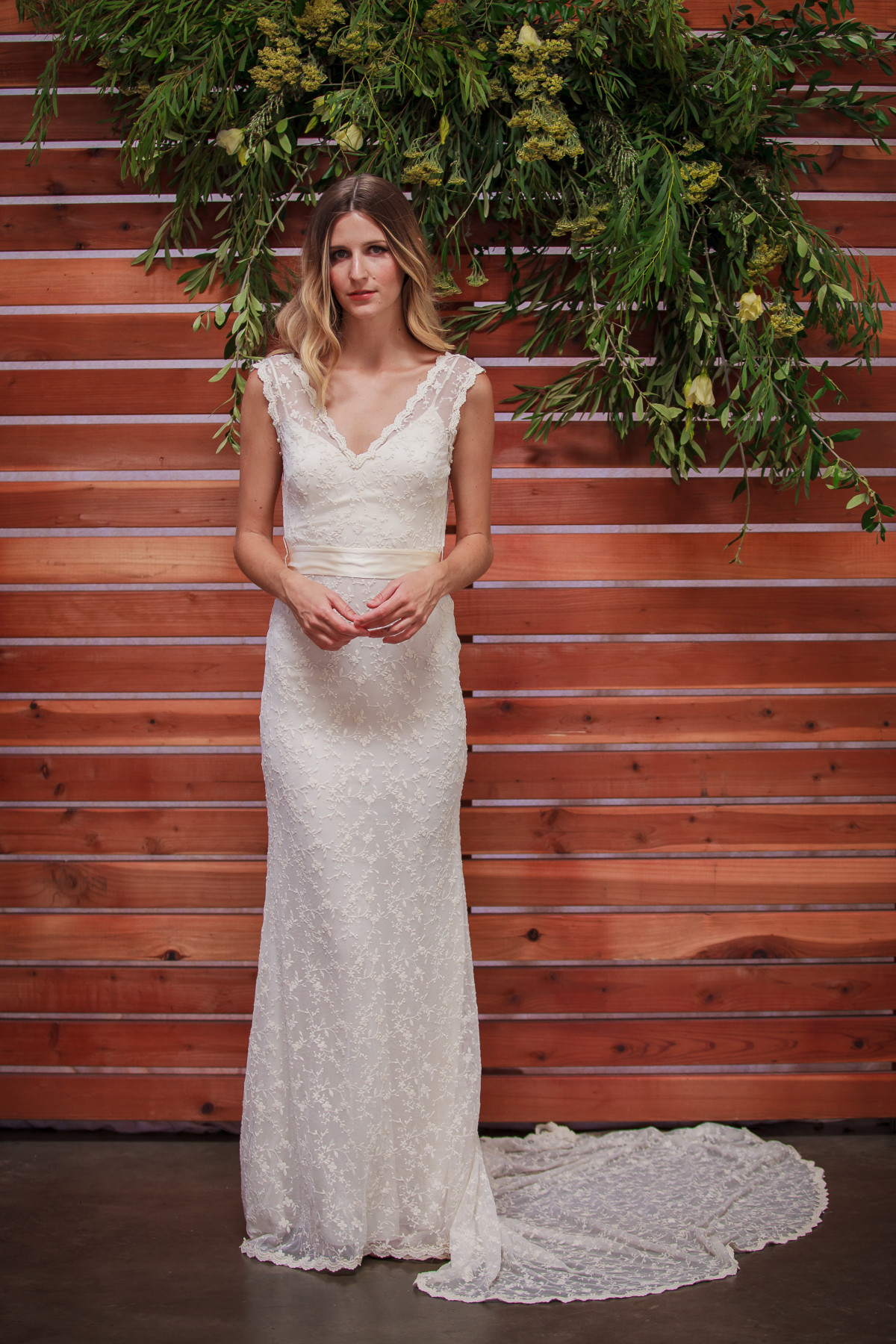 ivy-lightweight-lace-backless-wedding-dress-with-long-train