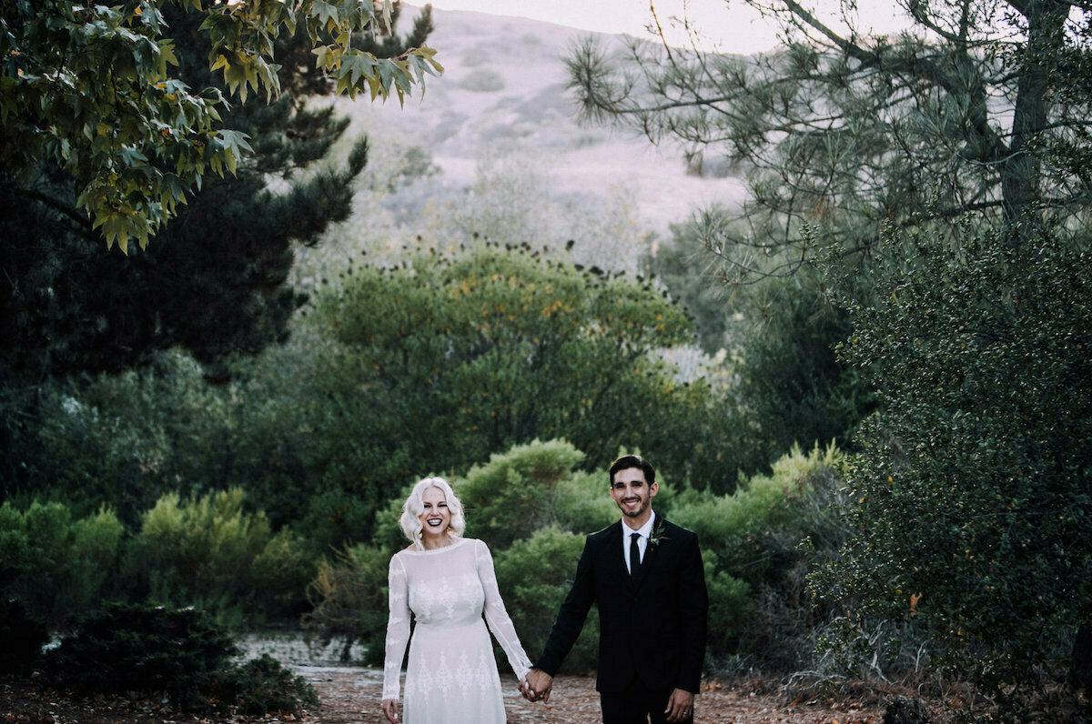 a-bohemian-bride-wearing-applique-lace-dress-groom-wearing-black-duit-California-forest-wedding