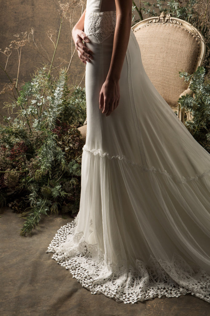 dreamers-and-lovers-simple-and-elegant-freya-tulle-wedding-dress