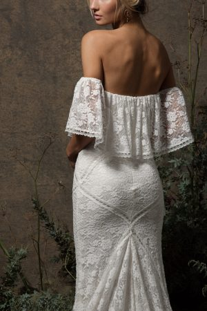 delicate-stretch-lace-off-shoulder-boho-wedding-dress