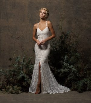 off-white-stretch-lace-dress-sleeveless-with-front-slit-backless-for-beach-wedding