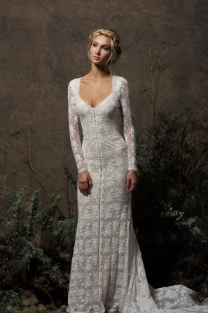 long-sleeved-panelled-stretch-lace-laid-back-boho-wedding-dress