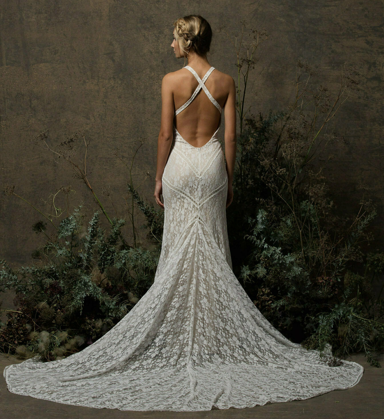 backless-criss-cross-sexy-wedding-dress-simple-and-elegant