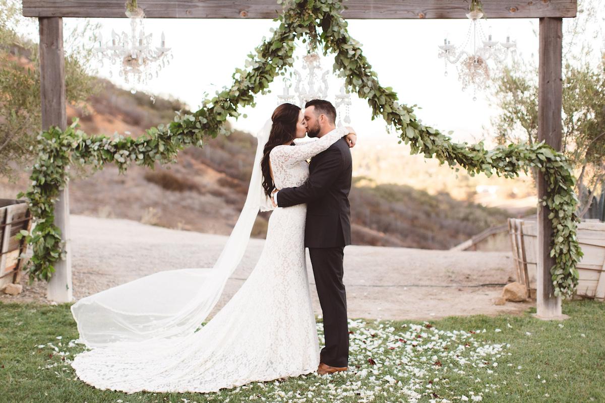 rustic-ranch-bohemian-wedding-at-the-e-retro-ranch-in-temecula