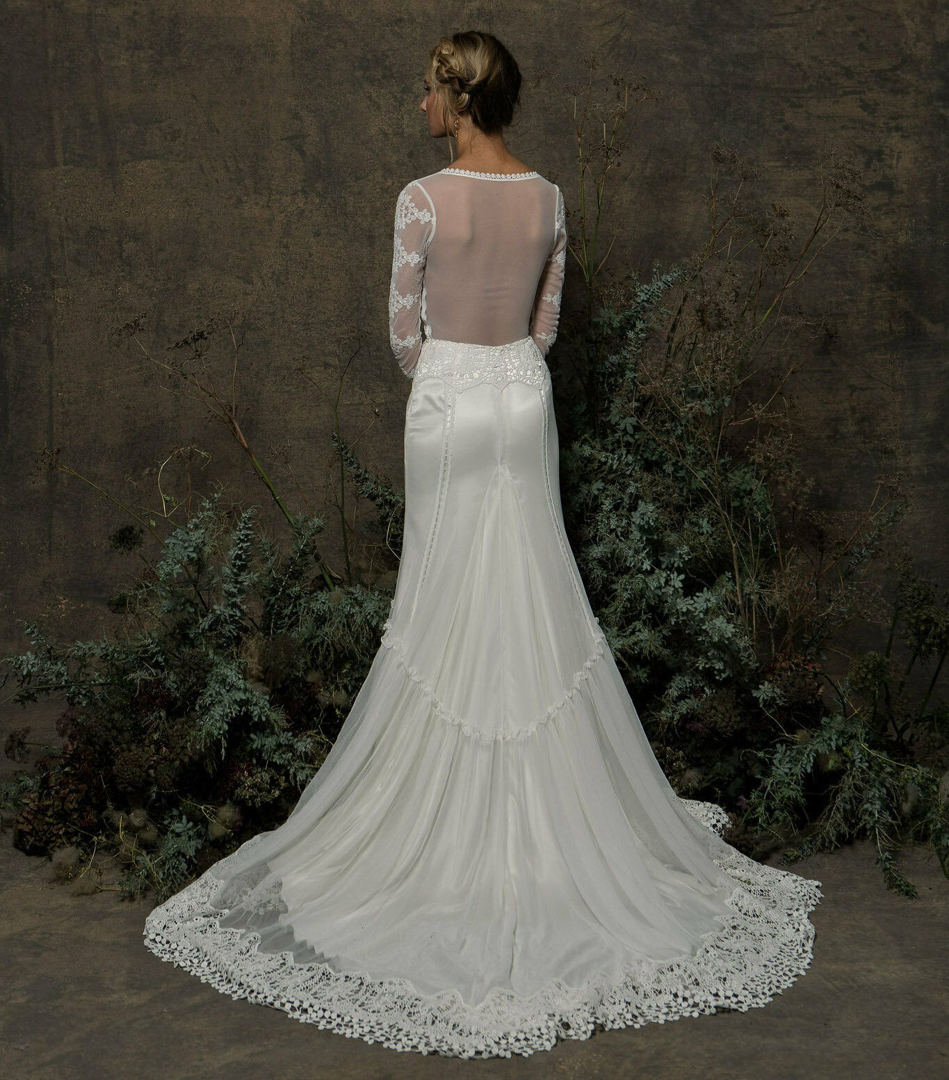 ivory-lace-elegant-bohemian-wedding-dress-with-sheer-illusion-back-figure-hugging-with-long-sleeves