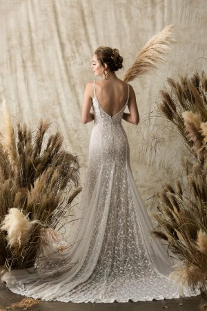 backless-wedding-gown-lace-and-silk-ideas-for-bohemian-bride