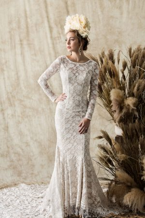 elisabeth-backless-long-sleeved-simple-lace-gown-with-vintage-inspired-details
