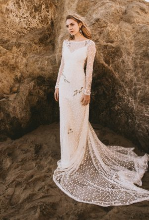 dreamers-and-lovers-boho-lace-long-sleeved-open-back-romantic-simple-wedding-dress