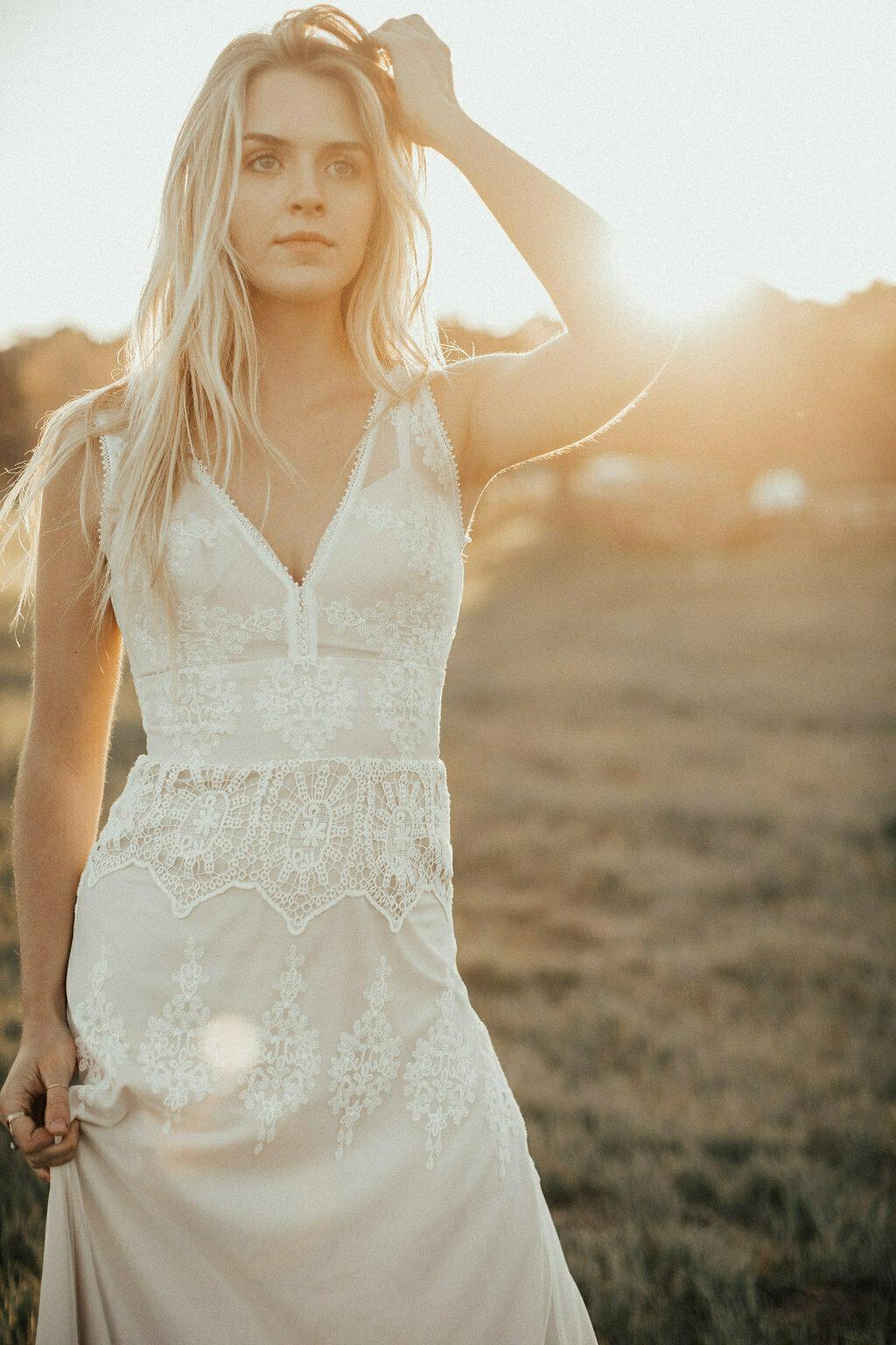 antis-simple-wedding-dress-for-the-boho-bride