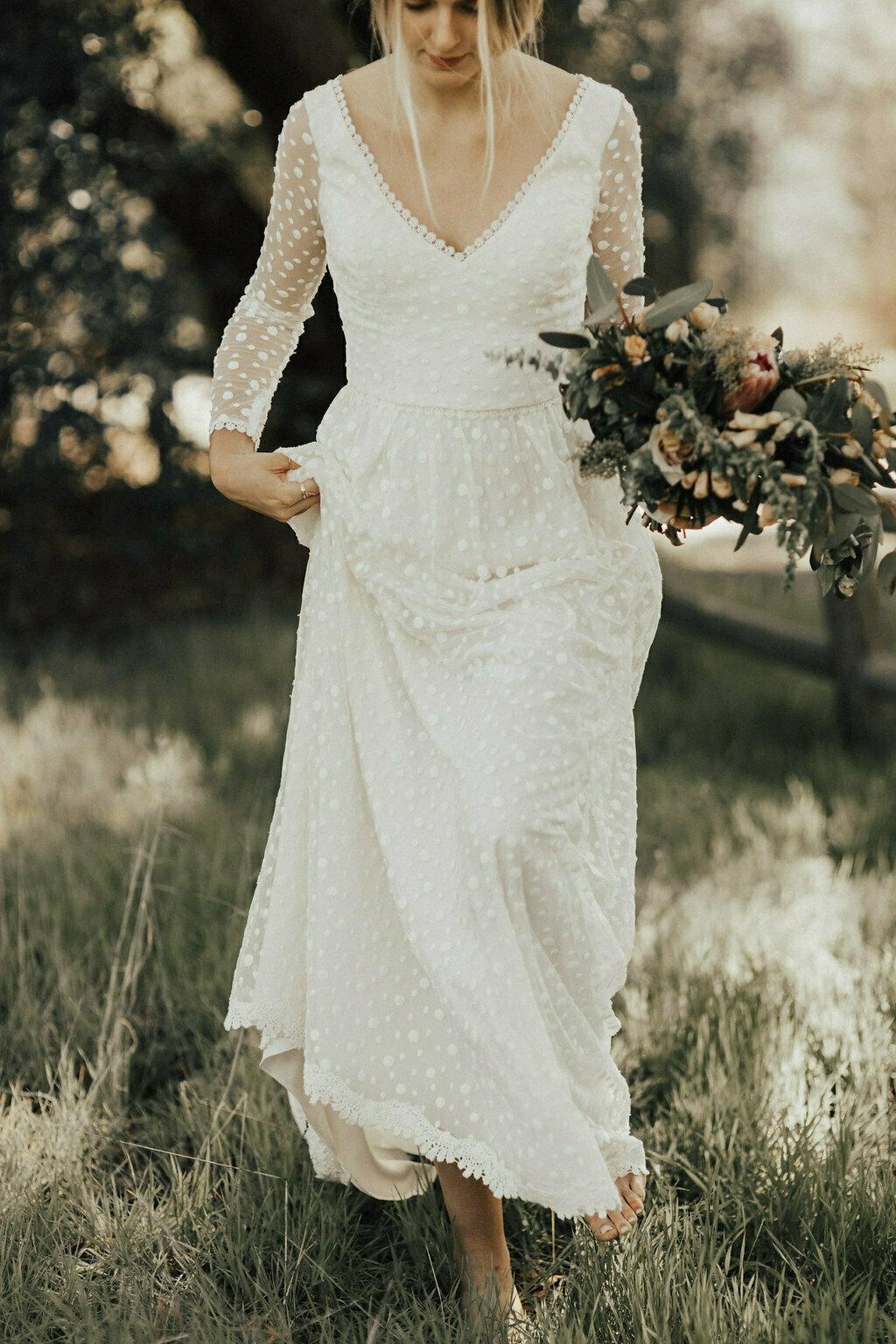 [تصویر:  Audrey-Playful-Dotted-Lace-Simple-Wedding-Dress.jpg]