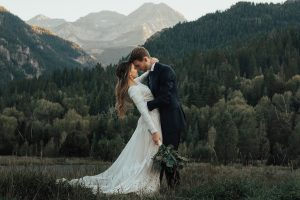 bride-kiersten-lisa-modest-wedding-dress-in-the-mountains