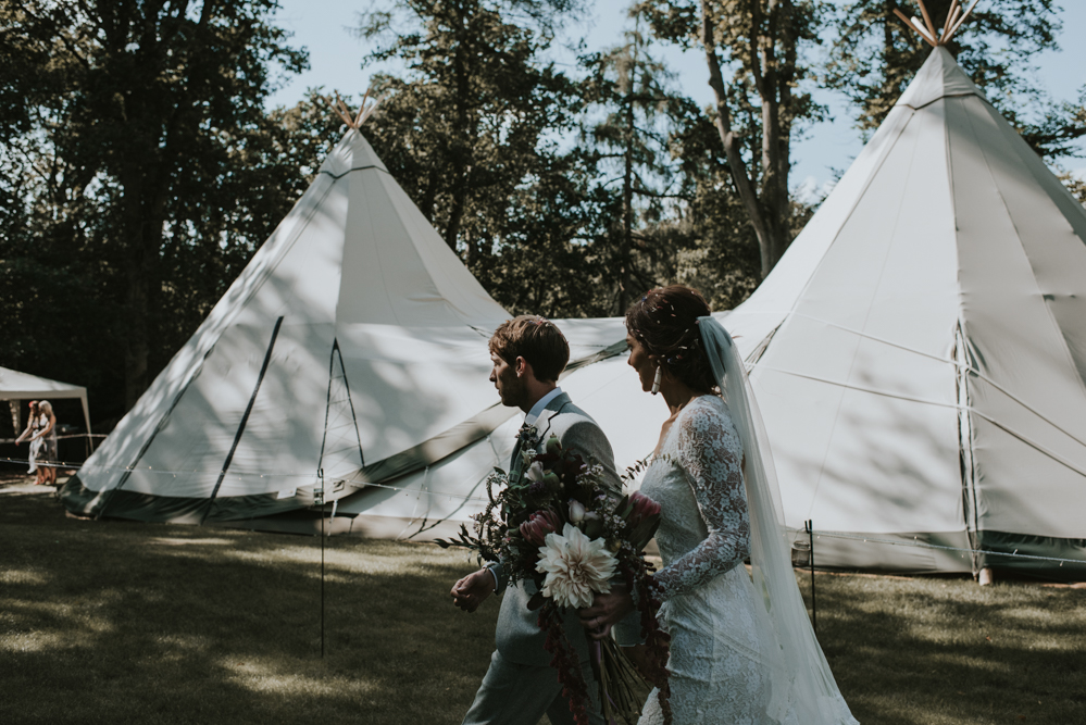 a-bohemian-wedding-at-Hyde-estates-with-tipis