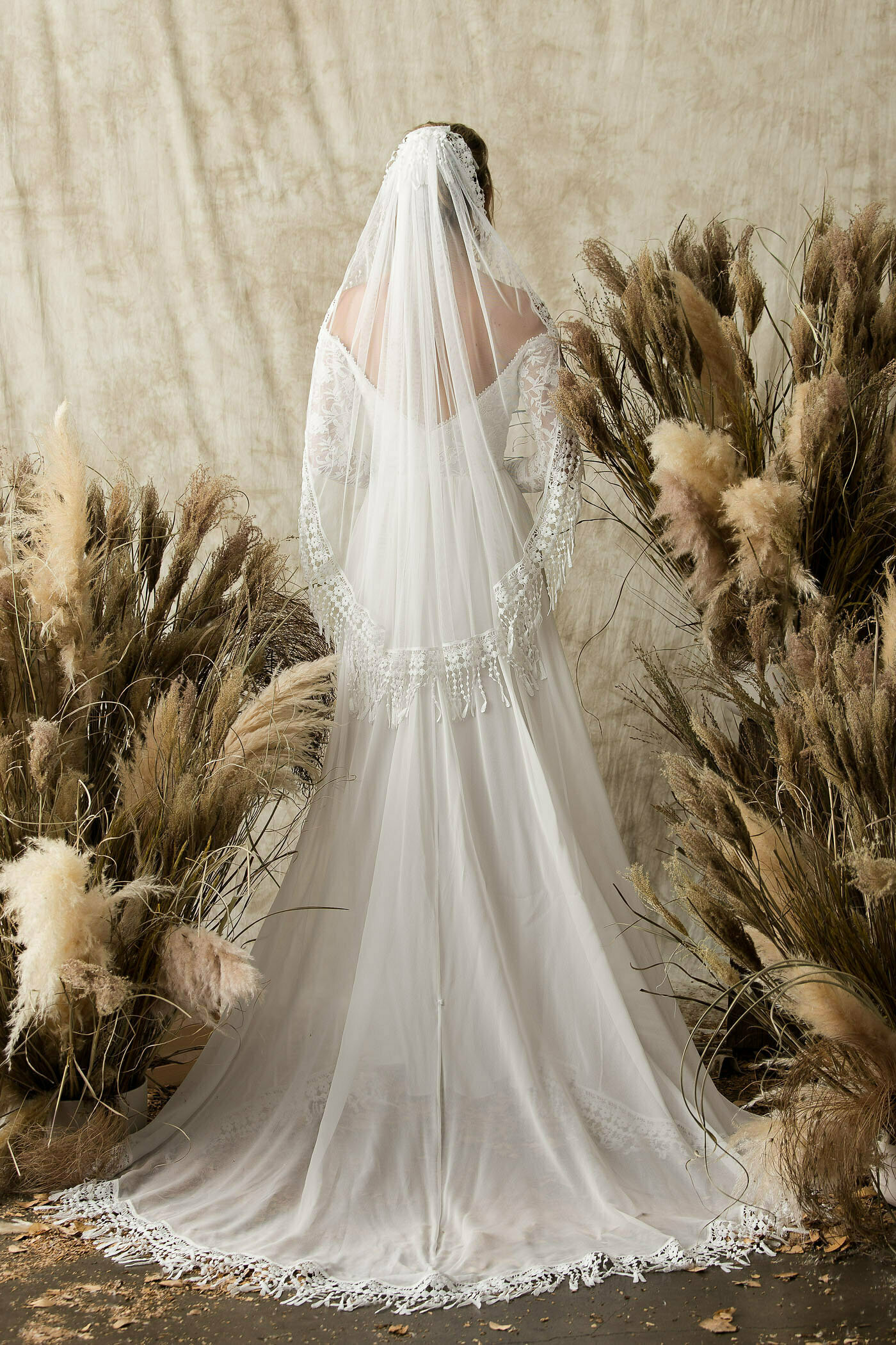 fingertip-length-veil-with-fringr-trim-for-boho-bride