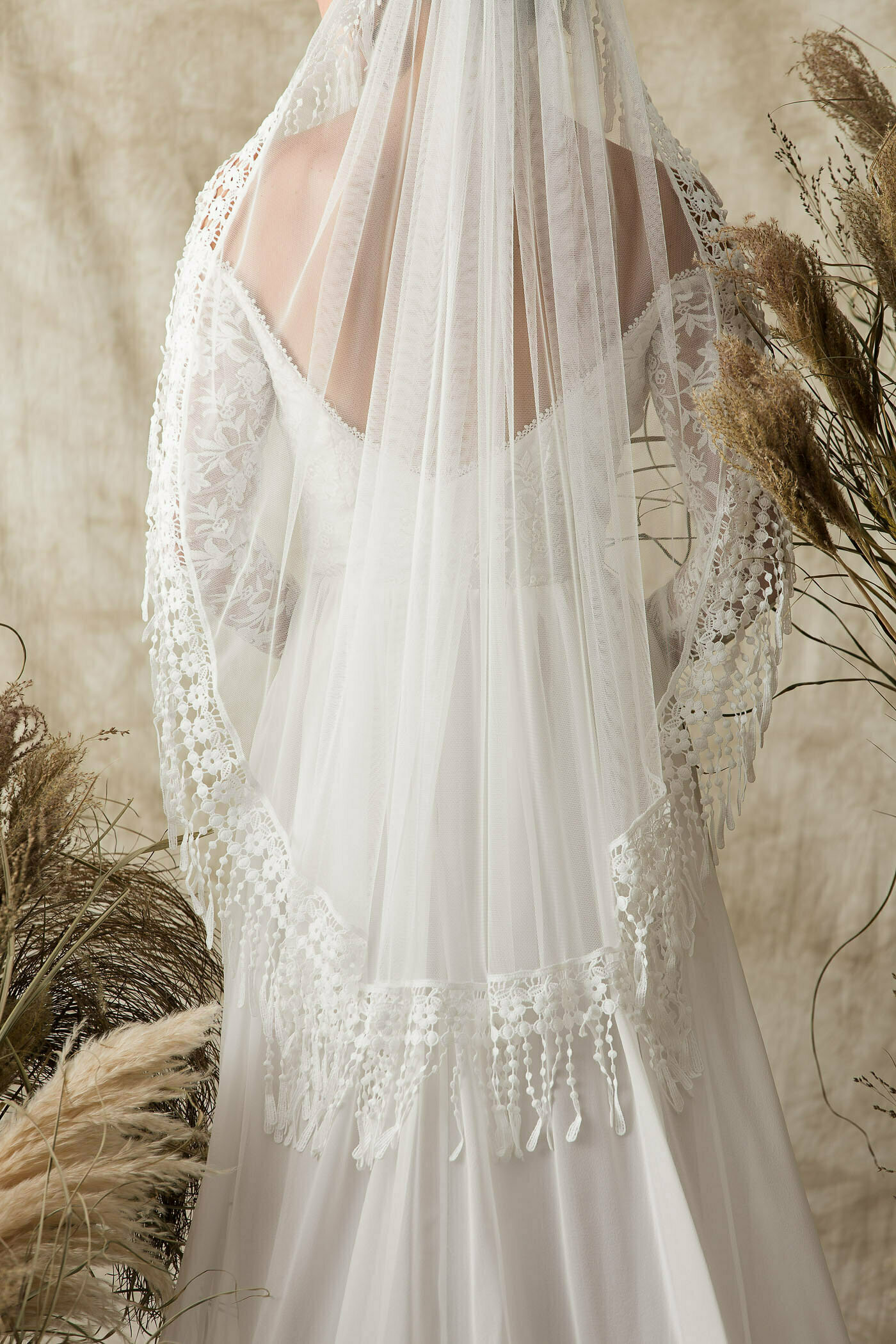 fingertip-veil-with-fringe