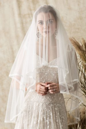 megan-blusher-short-veil-with-lace-edging
