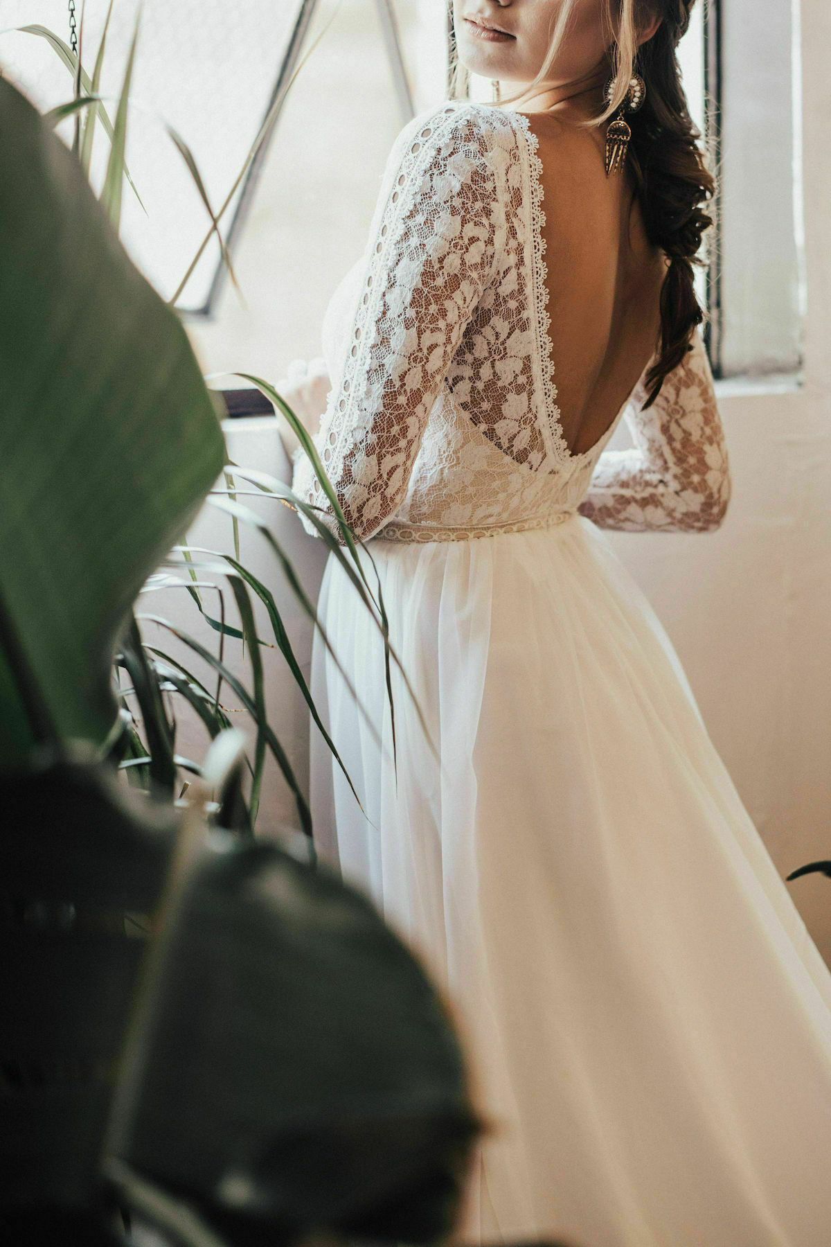 Ines-open-back-long-sleeved-dreamy-wedding-gown