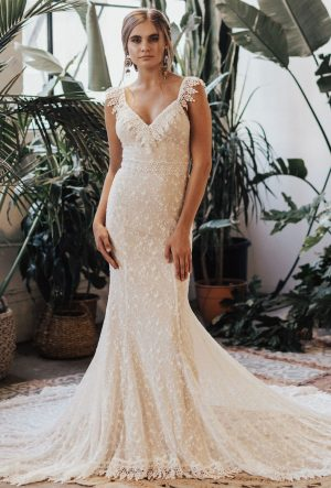 26205a1ce7036 ... dreamers-and-lovers-perla-fitted-bohemian-wedding-dress