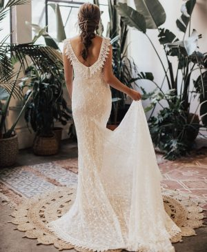 simple-and-elegant-lace-wedding-dress-crafted-from-romantic-lace-with-figure-flattering-princess-seams
